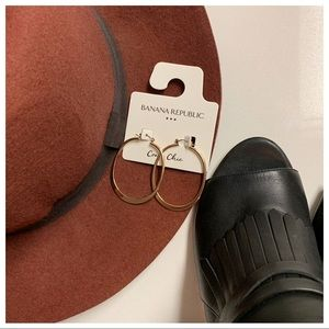 Banana Republic Solid Oval Hoop Earring